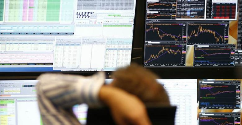 European shares edge higher amid fears of global recession