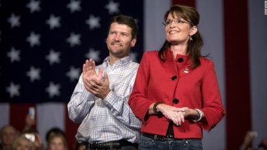 Photo of Sarah Palin's husband files for divorce after 31 years of marriage Anchor Muted Background