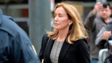 Photo of Felicity Huffman released from prison early after college admissions scam sentence